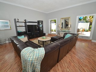 Lux 5 Star 4 Bed Heated Pool Oasis 30 Ft to Beach!, Pompano Beach