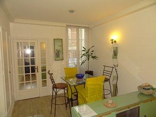 Quartier Champs Elysées - location 1 à 4 personnes, París