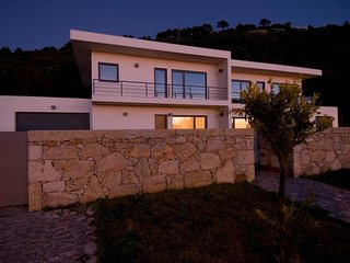Charming independent VILLA with private pool., Caminha