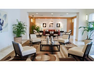 Luxury Oceanfront 2B/2.5B Condo R1071, Hallandale Beach