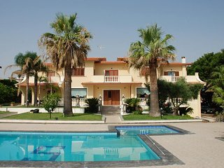 Charming villa in Sicily by the sea, with pool., Brucoli