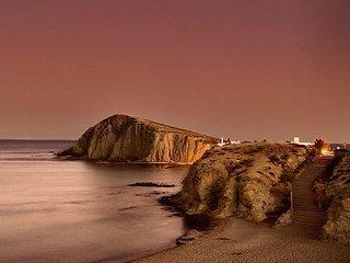 Paraíso Escondido, 1 línea en la Isleta del Moro.