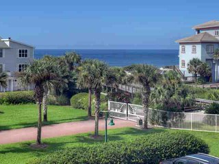 Madisons Retreat - Relax 30A Style Poolside! Steps to the Sugar Sand Beaches, Santa Rosa Beach