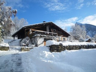 Beautiful 5 bed Lodge, 3 balconies, stunning views & walking distance to Samoens