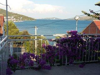 Apartament 50 m from the beach, Trogir area, Marina