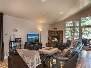 Mid-Town Location Near Beach & Ski Slopes - Multiple Living Areas & Hot Tub