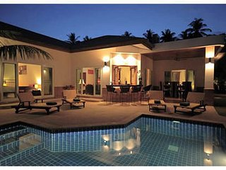 Enjoy a holiday with the luxury of your own fabulous 3 bd pool villa, Chalong