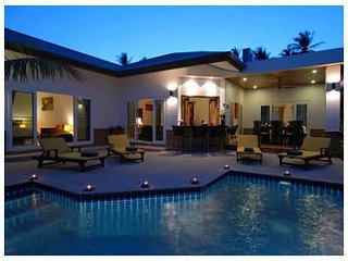 Enjoy holidays in the luxury of this fabulous 4 bd pool villa, Chalong