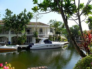 Lovely 3 bedroom waterfront villa in the gated estate, Talat Nuea