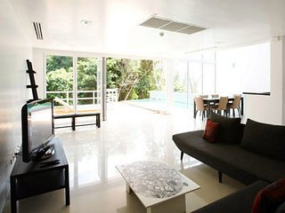 Stylish 3 bedroom pool villa on Patong hill
