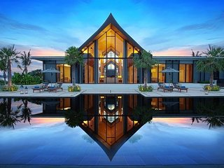 Luxurious 8 bedroom beach front villa in Cape Yamu, Pa Khlok