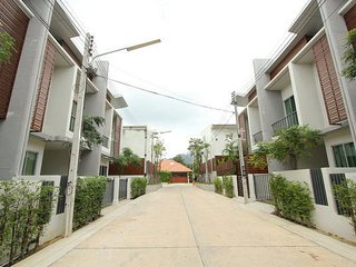 2 bd townhouse in prime location, Chalong