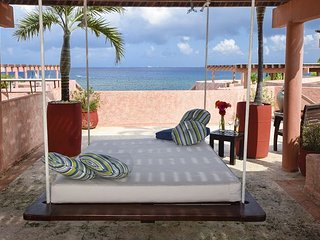 Oceanfront with pool 2 bedroom penthouse (LEG3) 35% off, Playa del Carmen
