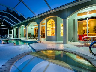 Villa Charlene - amazing views over Cat Cay Lake!, Cape Coral