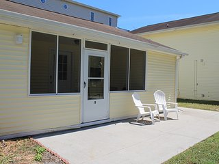 Beach Retreat #B, Steps to Windy Hill Beach; PET FRIENDLY