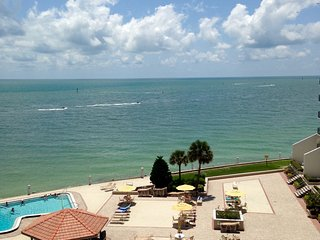 Beautiful waterfront condo in gated resort, Clearwater