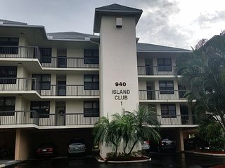 Island Club #1 Unit 11 - 2 Bed 2 Bath Steps Away from South Beach, Isla Marco