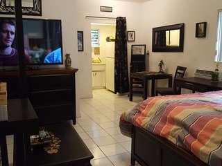 south beach studio!Best rate & location- parking, Miami Beach