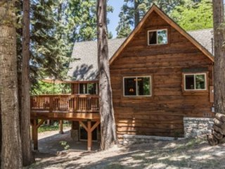 Hidden Pines Lodge includes A/C and beach club passes