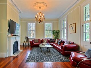 Sleeps 2-22, 8 beds, 8 baths, 4-6 Parking Spots Depending on the Size of the Vehicles, Walk Everywhere, Savannah