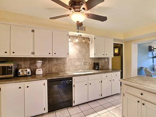 Savannah Vacation Rental with a pool! You`ve found it! Located in the Historic District