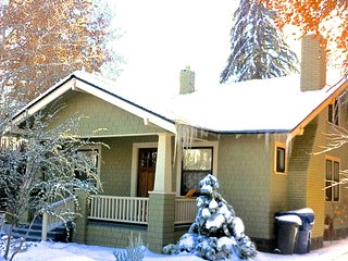 Historic Craftsman Home-blocks from town, Bend