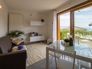 Sunny flat with superb views of Iseo Lake