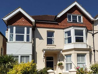 BOWMAN'S RETREAT, first floor apartment, WiFi, beach 5 mins walk, ideal for a couple or family, in Bexhill-on-Sea, Ref 938027