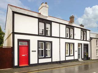 ANVIL COTTAGE, lovely cottage with WiFi, enclosed patio, close to amenities and beach, in Beaumaris, Ref 941348