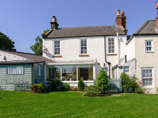 CROFT VIEW, luxury holiday cottage, with woodburner and WiFi, ideal for families