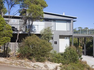 41 PEARSE - walk to the iconic Aireys Pub
