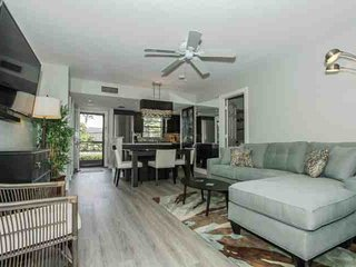 Park Shore Resort, 1st Flr., End Unit- EXTENSIVE HIGH END LUXURIOUS RENOVATION!