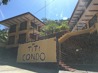 Spacious 2BR Condo, Pool, Monkeys, Manuel Antonio!