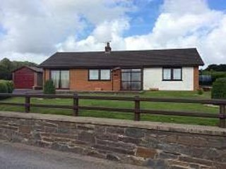 Countryside Bungalow - Posh Glamping, Views and Private Hot Tub, Llandysul