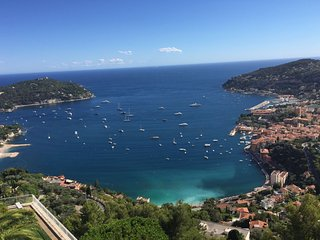 Modern, Quiet Apartment with Panoramic Sea View, Villefranche-sur-Mer