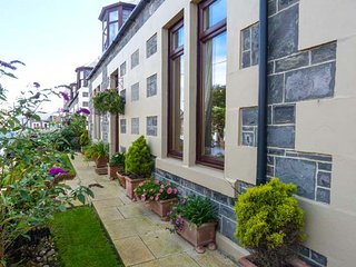 MORAY MIRTH COTTAGE, pet-friendly, enclosed garden, parking next to cottage, in Portknockie, Ref 11293