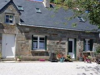 3b/r farmhouse nr Guerledan lake. Enclosed garden