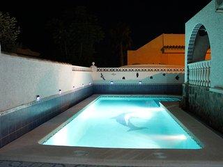 Prachtig groot prive zwembad met vakantievilla