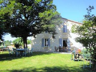 """Le gîte """"Les Richards"""" à l'ombre du vieux chêne, Saint-Avit-Saint-Nazaire"""