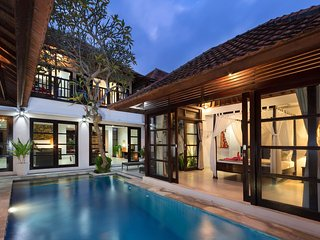 Pratiwi, 4 Bedroom Villa Close to Echo Beach, Canggu