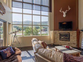 Lofts 2-A - Breathtaking Views - Sleeps 14