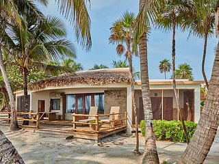 2 Bedrooms - 2 Bathrooms - Luxury Beachfront Villa that is Breathtaking!