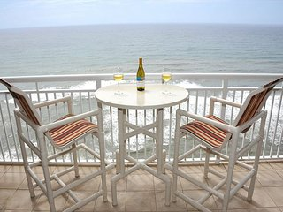 Fall Specials! Aug - Oct Only $150/nt! Amazing Penthouse on 17th floor!
