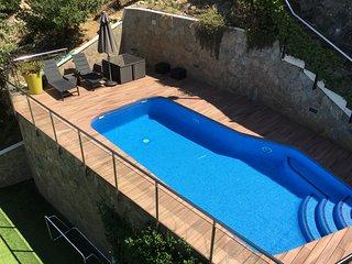 Magnífica casa con piscina, zona de juegos y sauna, Gelida