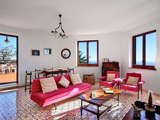 Valentina House, Sant'Agata sui Due Golfi