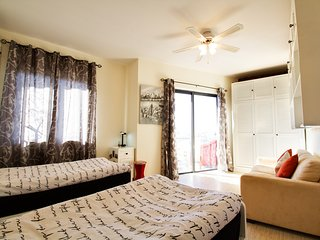 GLORIOUS A/C TWIN Room/Private Bath/B'fast incl., Qawra