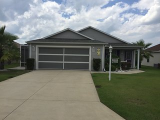 2 bedroom home with lg living space with golf cart, The Villages