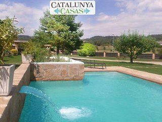 Catalunya Casas: Rustic villa for 14 guests tucked away in the tranquil town of