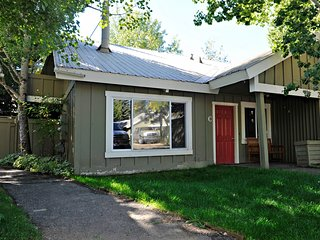Newly Renovated 2BD/2BA, 3 Queen Beds, Central Location, Ketchum/Sun Valley