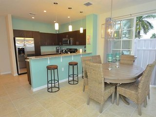 BTSVV SBV49-HEATED POOL+HOT TUB+GATED+1 MILE TO BEACH+3 BEDROOM+NEXT TO POOL